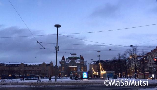 Helsingin kaupungin teatteri ja Rautatientorin jää.